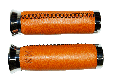 Poignées moto cuir whisky, embout chrome, avec monogramme.