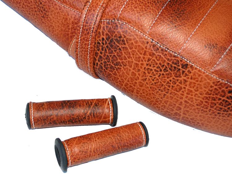 Poignées en cuir vintage assorti à la selle moto guzzi