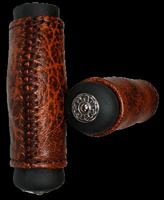 Poignées Harley Davidson en cuir vintage sur base caoutchouc bombée avec embouts celtiques. Couture en croix.