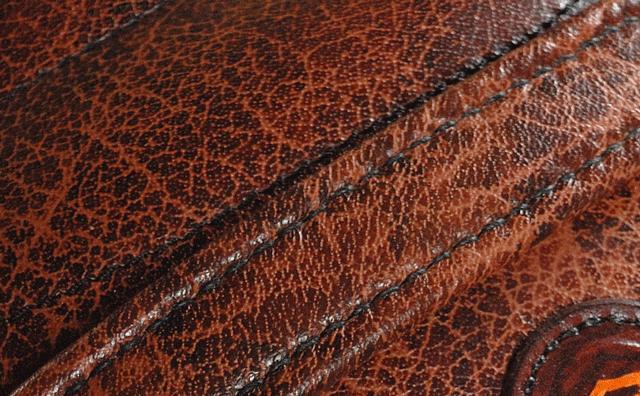 Détail de la couture main dela sangle de maintien passager Harley Davidson 1200XRx