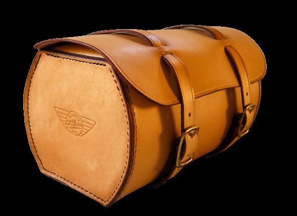 Vue 3/4 du fork bag Indian Chief, on distingue le rabat intérieur.