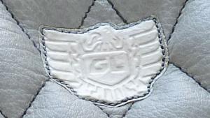 Logo Honda GoldWing en parchemin blanc.
