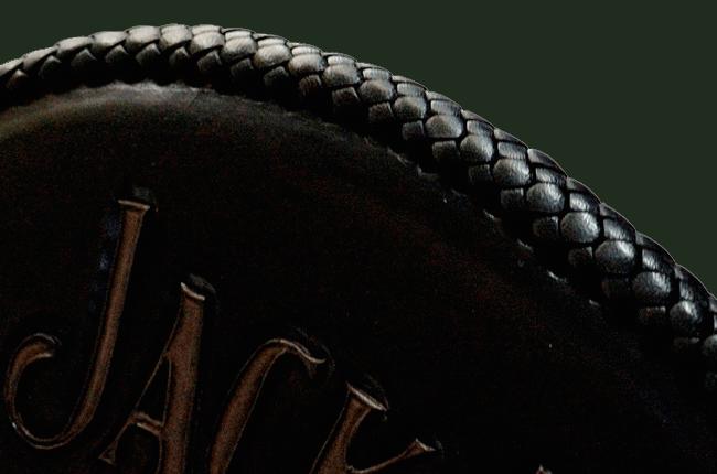 Montage par laçage d'un pan seat Harley Davidson