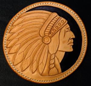 Patch cuir repoussé main, motif tête d'indien.