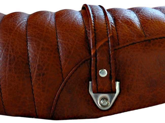 Détail du cuir et de la poignée cuir doublé cousue main