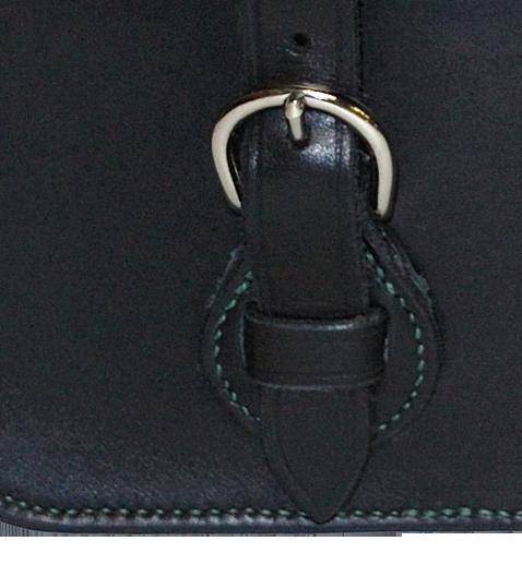 Détail du montage de la boucle sur chappe ronde avec passant intégré