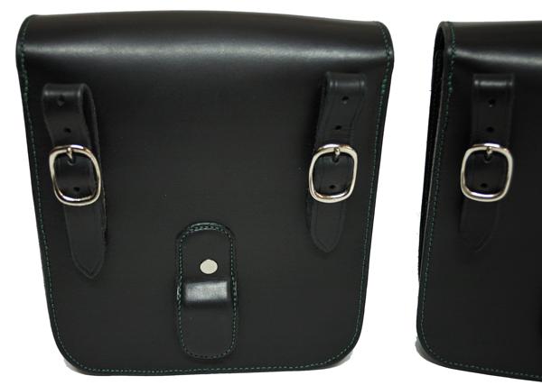 Dos des sacoches avec l'option patte de maintien sur écarteur (non fourni)